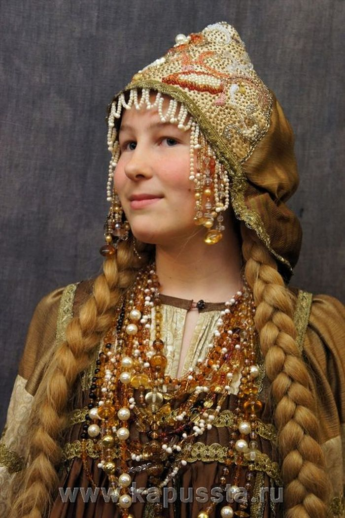 Golden kokoshnik with beads